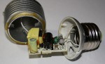 Esempio di alimentatore all'interno di una lampadina a LED