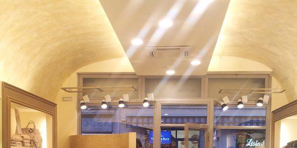 REALIZZAZIONI LED ARES Soluzioni per negozi con illuminazione a LED